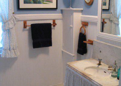 bathroom at Rutgers House apartment